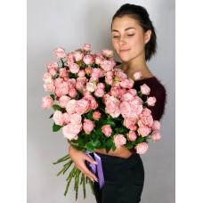 Букет из 25 элитных кустовых роз.