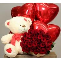 Плюшевый мишка с розами и шариками