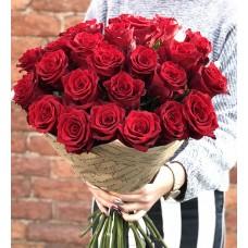 Букет из 25 красных роз (70 см) премиум качества.
