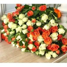 Букет 25 кустовых роз Микс-2
