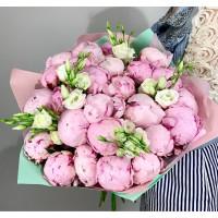 25 розовых пиона с лизиантусом