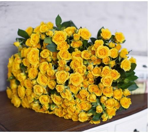 35 кустовых желтых роз