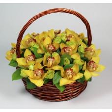 Корзина с желтыми орхидеями