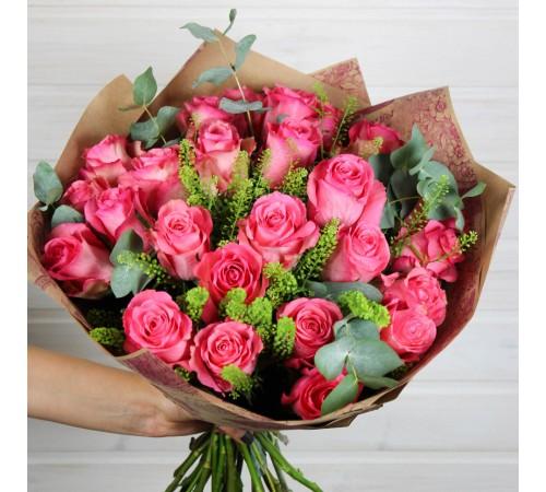 Букет Розовые розы с зеленью
