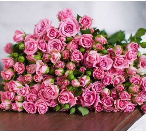 Букет из 25 кустовых розовых роз