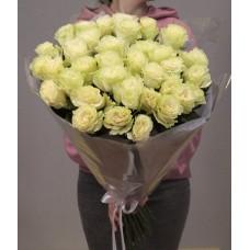 35 элитных роз мондиаль белого цвета